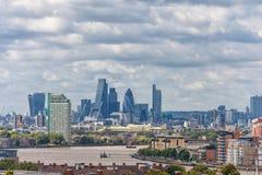 LONDYN ANGLIA, SIERPIEŃ, - 21, 2016: Greenwich Parkowy i Rzeczny Thames, Canary Wharf budynku pejzaż miejski wybrzeża krajobrazu  Zdjęcie Royalty Free