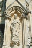 LONDYN ANGLIA, SIERPIEŃ, - 02, 2013: Rzeźby na powierzchowności Obraz Royalty Free