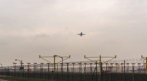 LONDYN ANGLIA, WRZESIEŃ, - 25, 2017: British Airways linie lotnicze Boeing 767 G-BNWB bierze daleko w Londyńskim Heathrow zawody  Obrazy Royalty Free