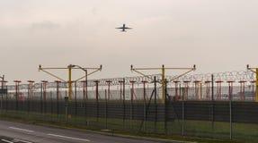 LONDYN ANGLIA, WRZESIEŃ, - 25, 2017: British Airways linie lotnicze Boeing 767 G-BNWB bierze daleko w Londyńskim Heathrow zawody  Fotografia Stock