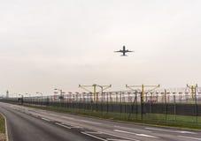LONDYN ANGLIA, WRZESIEŃ, - 25, 2017: British Airways linie lotnicze Boeing 777 G-STBB bierze daleko w Londyńskim Heathrow zawody  Zdjęcie Royalty Free