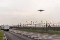 LONDYN ANGLIA, WRZESIEŃ, - 25, 2017: British Airways linie lotnicze Boeing 777 G-VIIE bierze daleko w Londyńskim Heathrow zawody  Obraz Stock