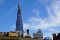LONDYN, APR - 20: Czerepu budynek przy zmierzchem obrazującym na Kwietniu 20th, 2017, w Londyn Czerep otwierający społeczeństwo Zdjęcia Stock