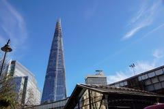 LONDYN, APR - 20: Czerepu budynek przy zmierzchem obrazującym na Kwietniu 20th, 2017, w Londyn Czerep otwierający społeczeństwo Fotografia Stock