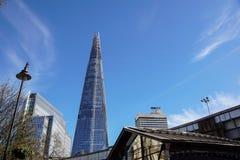 LONDYN, APR - 20: Czerepu budynek przy zmierzchem obrazującym na Kwietniu 20th, 2017, w Londyn Czerep otwierający społeczeństwo Obrazy Royalty Free