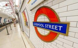 LONDYN, CZERWIEC - 2015: Liverpool ulicy staci znak na Czerwu, 2015 Zdjęcia Stock