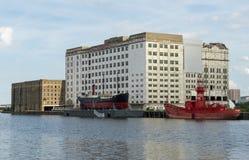 LONDYN, CZERWIEC - 25: SS trójcy i rudzika latarniowiec obok Mi Zdjęcia Royalty Free