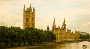 Londyn - domy parlament na Thames rzece Obraz Stock