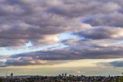 Londyn krajobraz, ekstremum tęsk z chmurami Zdjęcie Royalty Free