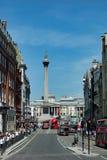 LONDYN, LIPIEC - 27: Widok w kierunku Trafalgar kwadrata w Londyn na Ju Fotografia Royalty Free