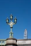 LONDYN, MAR - 13: Dekoracyjna lampa na Westminister moscie w Londyn obrazy royalty free