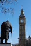 LONDYN, MAR - 13: Statua Winston Churchill w parlamencie Squa obraz stock