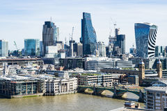 Londyn, Marzec - 30: Londyńska pieniężna gromadzka w centrum linia horyzontu z rzecznym Themse na Marzec 30, 2017 Obrazy Royalty Free