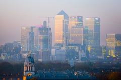 LONDYN, panorama Canary Wharf w wieczór Widok od Greenwich wzgórzy zawiera parka, Królewska kaplica, Maluję hal Zdjęcie Stock