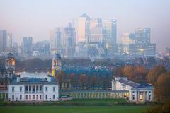 LONDYN, panorama Canary Wharf w wieczór Widok od Greenwich wzgórzy zawiera parka, Królewska kaplica, Maluję hal Zdjęcia Stock