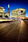 Londyn przy nocą z miastową architekturą i zadziwiającym drapaczem chmur, obrazy royalty free