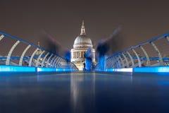 Londyn - St Paul katedra podczas nocy obraz stock