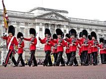 Londyn strażnik przy buckingham palace obraz royalty free