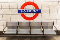Londyn, UK - Czerwiec 16, 2016: logo stacja metru w Londyn Londyński metro jest starym metrem worl Zdjęcia Royalty Free
