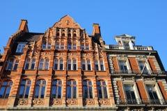 LONDYN, UK: Czerwonej cegły wiktoriański mieści fasady w podgrodziu Westminister Obraz Stock
