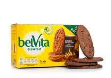 LONDYN, UK - GRUDZIEŃ 07, 2017: belVita Śniadaniowy kakao na bielu belVita ciastka zrobią z wholegrain które zapewniają cztery go Obrazy Stock