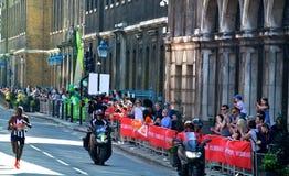 Londyn, UK Kwiecień 2018: Elita biegacz Londyński maraton obraz stock