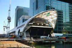 LONDYN, UK - KWIECIEŃ 24, 2014: Plac budowy z żurawia Canary Wharf aria, Fotografia Stock