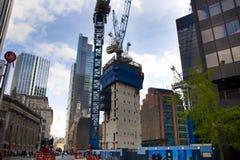 LONDYN, UK - KWIECIEŃ 24, 2014: Plac budowy z żurawiami w mieście Londyn jeden wiodący centres globalny finanse Fotografia Stock
