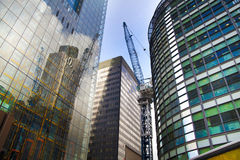 LONDYN, UK - KWIECIEŃ 24, 2014: Plac budowy z żurawiami w mieście Londyn jeden wiodący centres globalny finanse Zdjęcia Stock