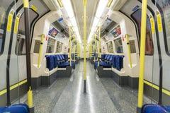 LONDYN, UK - KWIECIEŃ 07: Wnętrze pusty Północny kreskowy undergrou Zdjęcia Royalty Free