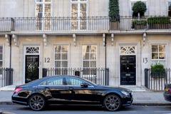 LONDYN, UK - Kwiecień, 14: Luksusowy czarny Mercedez obrazy royalty free