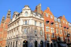 LONDYN, UK - LISTOPAD 28, 2016: Kolorowe Wiktoriańskie dom fasady przy Sloane Obciosują w podgrodziu Kensington i Chelsea Obrazy Stock
