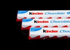 LONDYN, UK - Listopad 17, 2017: Mili czekoladowi bary na czerni Mili bary produkują Ferrero zakładali w 1946 Obraz Stock