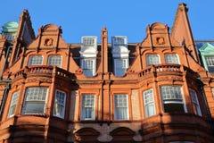 LONDYN, UK - LISTOPAD 28, 2016: Szczegół Czerwonej cegły wiktoriański mieści fasady w podgrodziu Kensington i Chelsea Zdjęcia Royalty Free