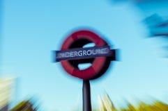 05/11/2017 Londyn, UK, Londyński metro znak, Zdjęcie Royalty Free