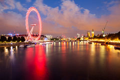 30 07 2015, LONDYN, UK, Londyn przy świtem Widok od Złotego jubileuszu mosta Fotografia Stock