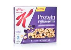 LONDYN, UK - MAJ 03, 2018: Pudełko Kellog ` s proteiny bar z ziarnami i owoc na białym tle Obrazy Stock