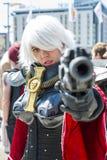 LONDYN, UK - Maj 26: Warhammer siostra Batalistyczny cosplayer pointi Obraz Royalty Free