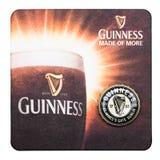 LONDYN, UK - MARZEC 01, 2018: Guinness łyknięcia piwa beermat oryginalny kabotażowiec odizolowywający na bielu Obrazy Stock