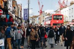 Londyn, UK - 2nd Kwiecień, 2017: Camden kędziorka most który jest f Zdjęcie Royalty Free