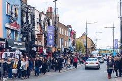 Londyn, UK - 2nd Kwiecień, 2017: Camden kędziorka most który jest f Zdjęcia Royalty Free