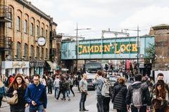 Londyn, UK - 2nd Kwiecień, 2017: Camden kędziorka wioska, sławny alt Obraz Stock