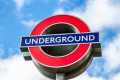 Londyn, UK - 2nd Kwiecień, 2017: Londyński metro znak z bl Zdjęcia Royalty Free