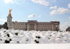 Londyn, uk, 2nd 2018 marsz - pałac buckingham w śniegu, bestia od wschodniego spotyka burzy sally Obrazy Stock
