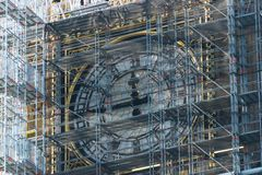 LONDYN, UK - Październik 17th, 2017: zakończenie up rusztowanie wokoło Elizabeth wierza, powszechnie znać jako Big Ben Fotografia Stock