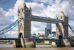 LONDYN, UK - SIERPIEŃ 22: Basztowy most w Londyn na Sierpień 22, 20 Zdjęcia Royalty Free