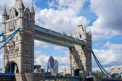 LONDYN, UK - SIERPIEŃ 22: Basztowy most w Londyn na Sierpień 22, 20 Zdjęcie Royalty Free