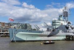 LONDYN, UK - SIERPIEŃ 22: HMS Belfast w Londyn na Sierpień 22, 201 obrazy stock