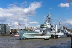 LONDYN, UK - SIERPIEŃ 22: HMS Belfast w Londyn na Sierpień 22, 201 obraz stock
