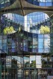LONDYN, UK - SIERPIEŃ 22: Nowożytna architektura w mieście Lond zdjęcia stock
